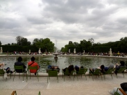 People were chilling by the fountains in lawn chairs, as they should.